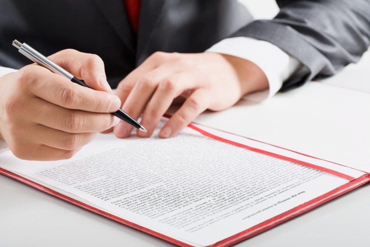 Signer un contrat de vente