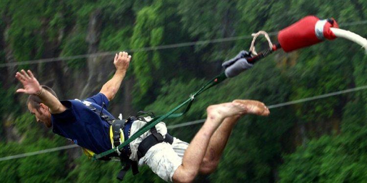 La pratique du saut à l'élastique